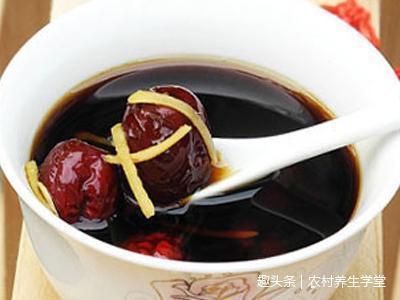 来月经能喝红糖水_所以在女孩月经期间,可以多喝生姜红枣红糖水.
