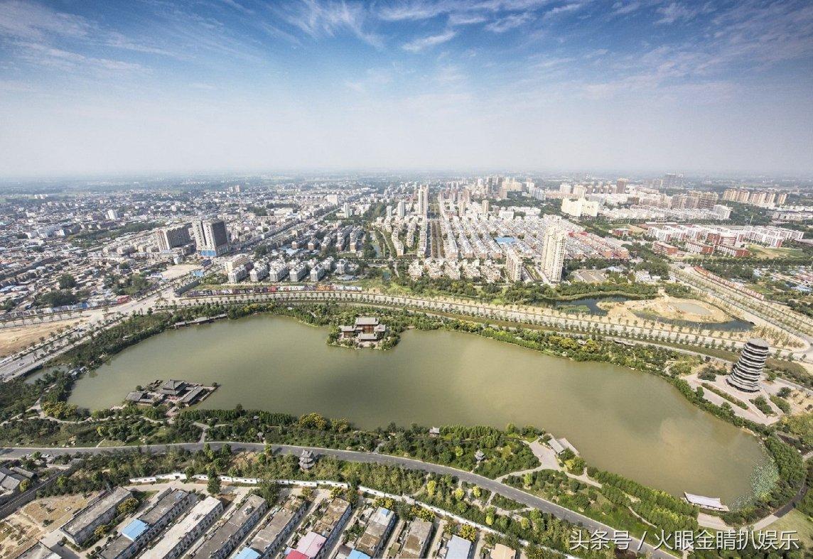 临泉县,隶属于安徽阜阳市,地处安徽西北边陲,与皖豫两省9个县市区接壤