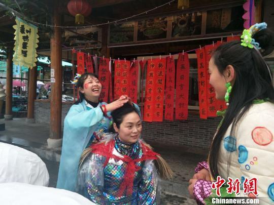 """浙江湖州玩转传统文化""""鱼跃龙门""""搭农民千年致富路"""
