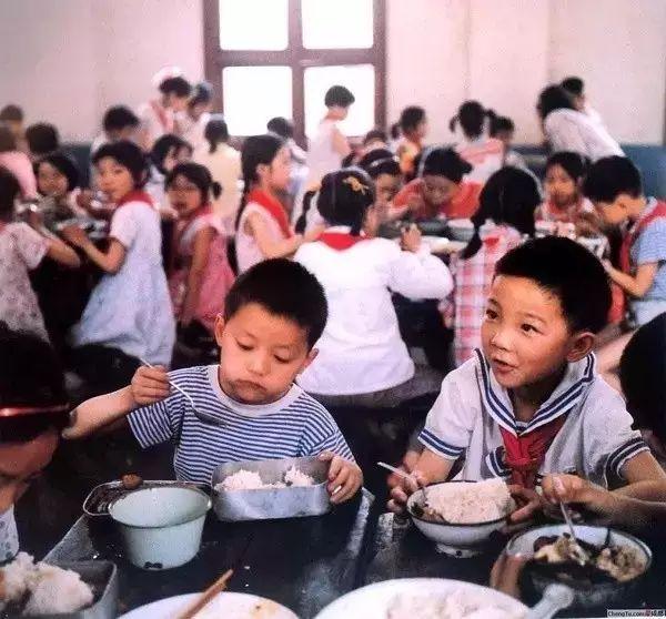37年前日本摄影师偷拍的中国孩子,秒杀80%摄影大师!看哭了...