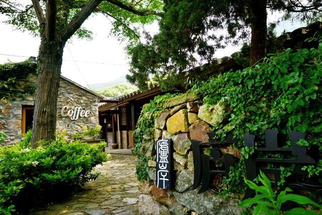 位于虾峙岛的碧海蓝天概念微酒店,就将自然环境和民宿设计融为一体.