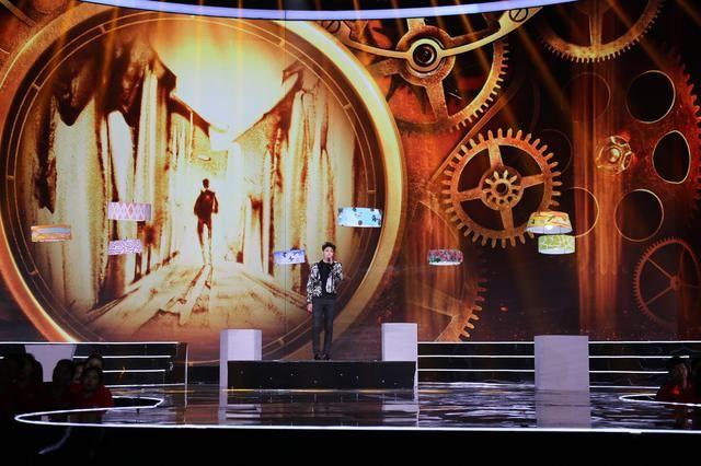 这也是异形无人机室内编队的首次呈现,由零度智控和高巨传媒共同完成.