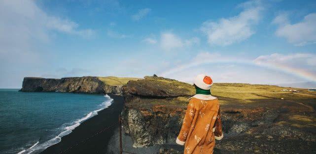 冰岛物价最贵的维克镇,有红顶教堂,雨水充足