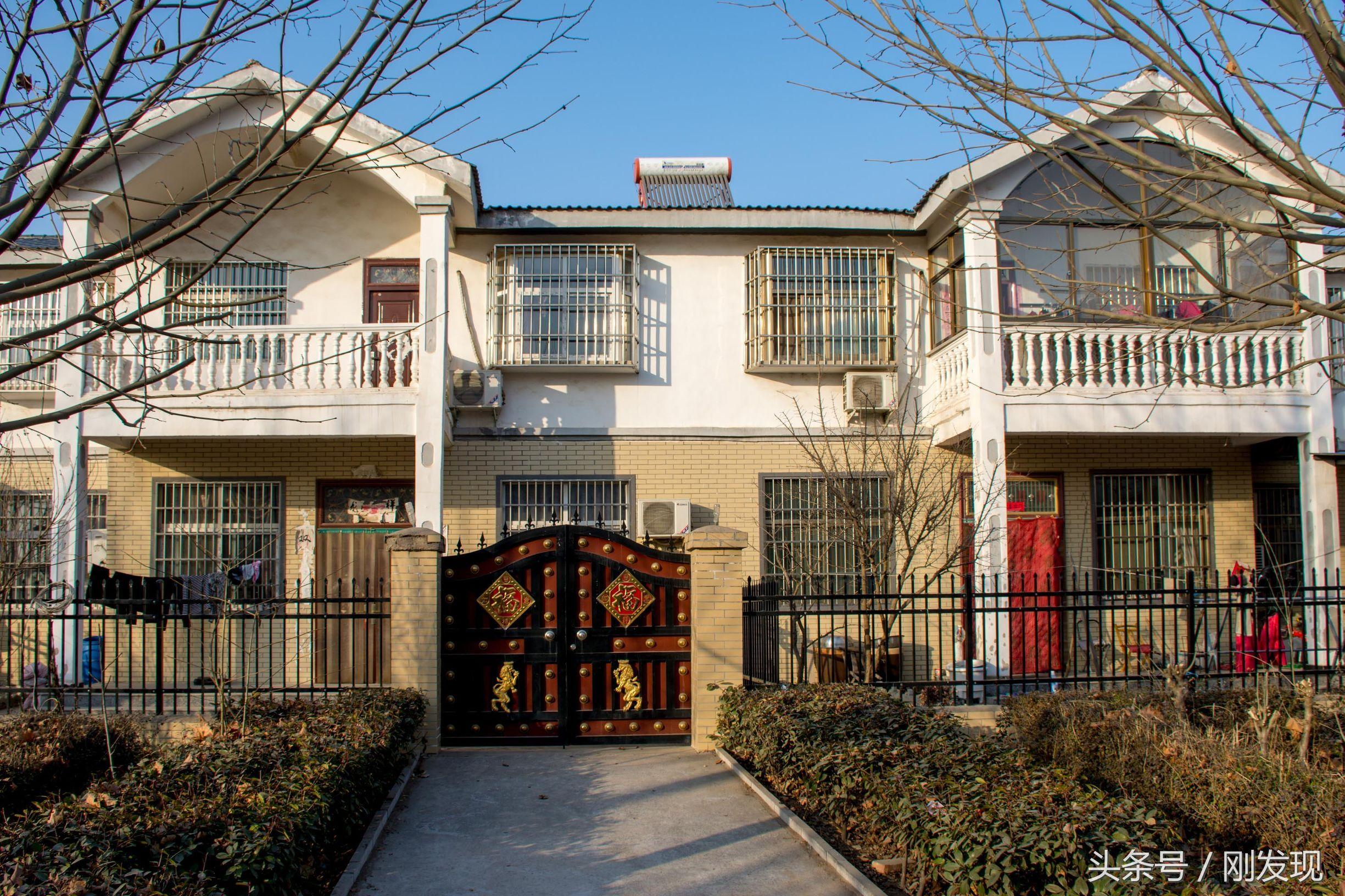 河南一個村莊250戶全部住上別墅,花11萬元就建起了240平方米住宅