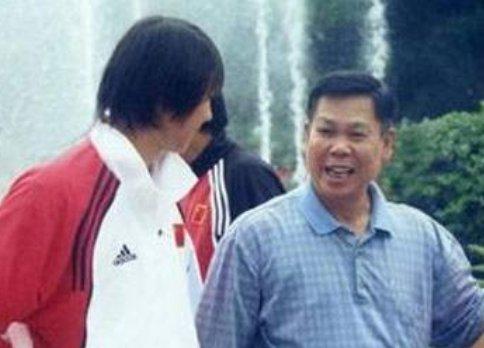 """此人是李宁的恩师,""""东方魔水""""创始人,瘫痪后李宁赡养他11年"""