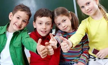 教育 正文  爸爸妈妈都希望孩子能自信,这类孩子用另一个词来形容就是