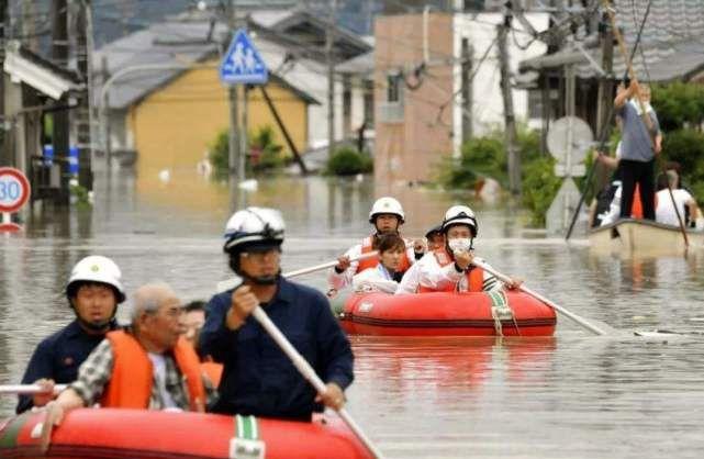 """30万日本人被迫离开家乡,美国拒绝援助,""""保护费""""白交了?"""