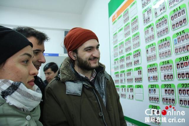 丝路名人中国行外媒了解新疆少数民族教育 对