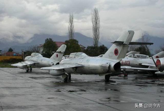 实拍当年中国援助阿尔巴尼亚的战机现状,像破