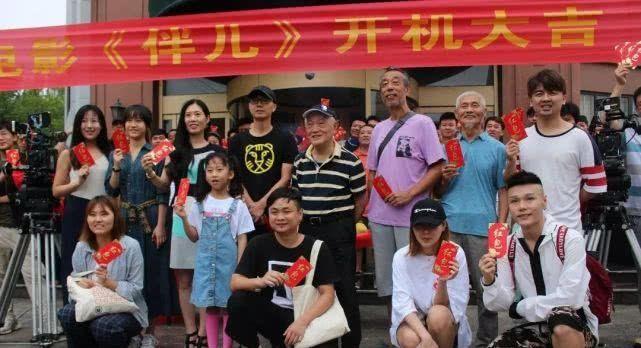 電影《伴兒》劇組在膠州大同大廈舉行了開機儀式