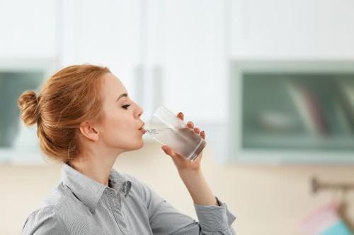 柔美时尚网 喝水减肥法效果好吗这样喝轻松瘦下来