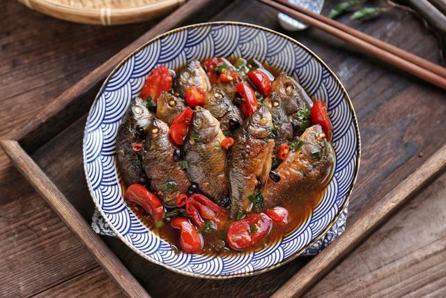 碰上这鱼别手软,买上2斤,10分钟焖一锅,鲜嫩美味,过足嘴瘾