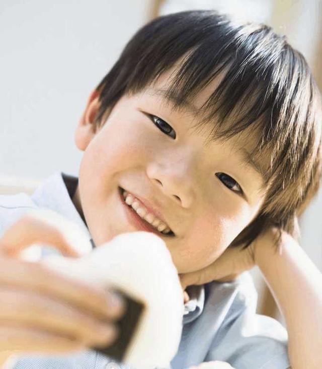 早上孩子起床多久吃饭对身体最好?很多妈妈都