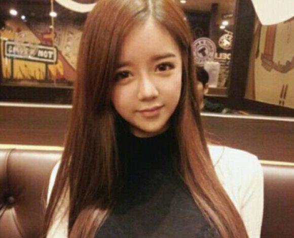 韩国女主播收到中国粉丝豪礼后,做出这样的举动,网友:真有礼貌