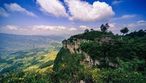 改建为森林公园 景区位于万盛区与贵州省桐梓县 交界的坡渡河(羊磴河)