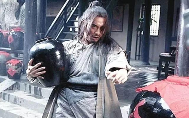 武松明明可以秒杀蒋门神,为什么非要喝醉酒?不喝醉会输得很惨!