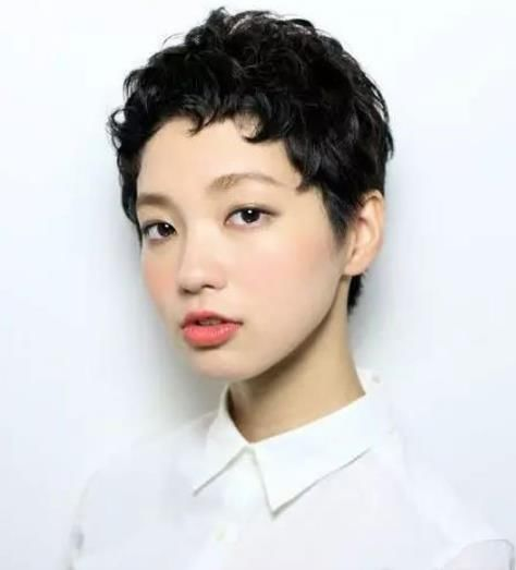 卷短发发型图片