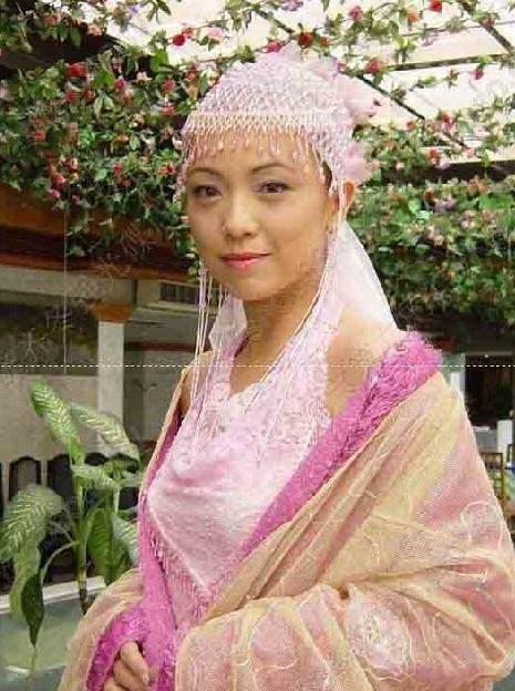 夏于乔饰演夏小雪,大大的眼睛,可爱的扮相,她是聂小倩的好朋友,也是七