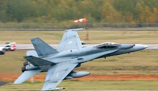 加拿大警告美国:再搞反倾销就不买你20亿美元战斗机了
