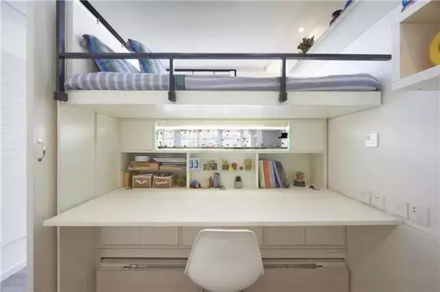 书房兼卧室 设计师在客厅改出了3个卧室,客厅睡眠去跟书房区比较