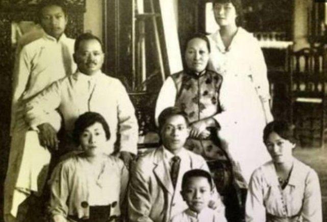 民国照片:22岁的林徽因和梁启超,24岁蒋介石与30岁的发妻