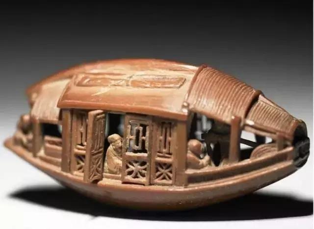 《核舟记》中所写的核舟 究竟是什么材质雕的