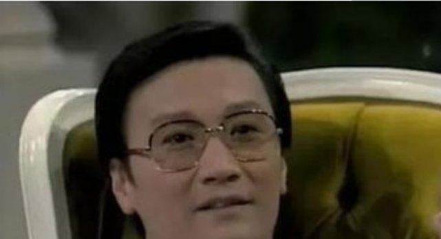 谢贤为何总是带着墨镜,连睡觉都戴着?这次摘下来了,你敢看吗?