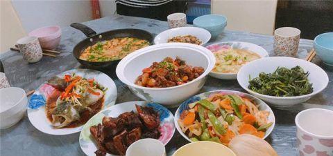 第一次去男友家,准婆婆亲自下厨做一桌菜,我的筷子全程没停过