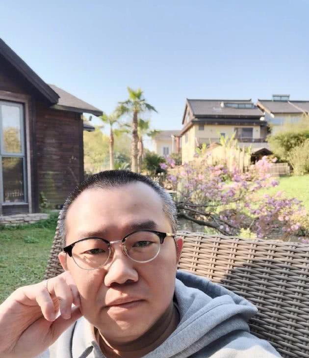 涂磊为脚蹬机舱道歉 网友观点两极分化