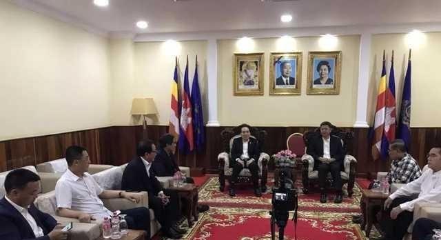 柬埔寨西港新省长接见柬华总会代表团,共同培训柬中双语人才