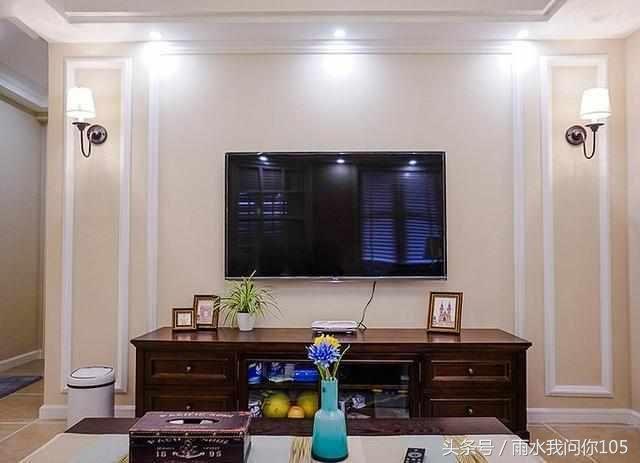 客厅背景墙装修是用白墙还是石膏线?