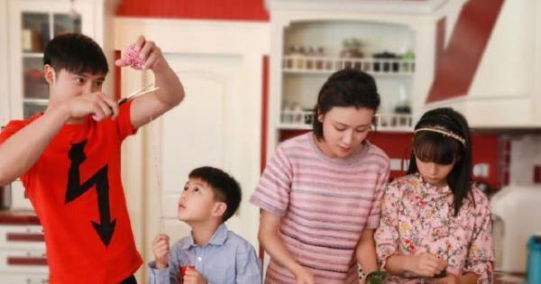 田亮老婆晒一家吃饭动态,森碟碗最大吃最多?碗破口还在用超节俭