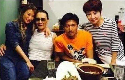谢霆锋举办家庭聚会,张柏芝晒甜蜜合家照,王菲有点不高兴!