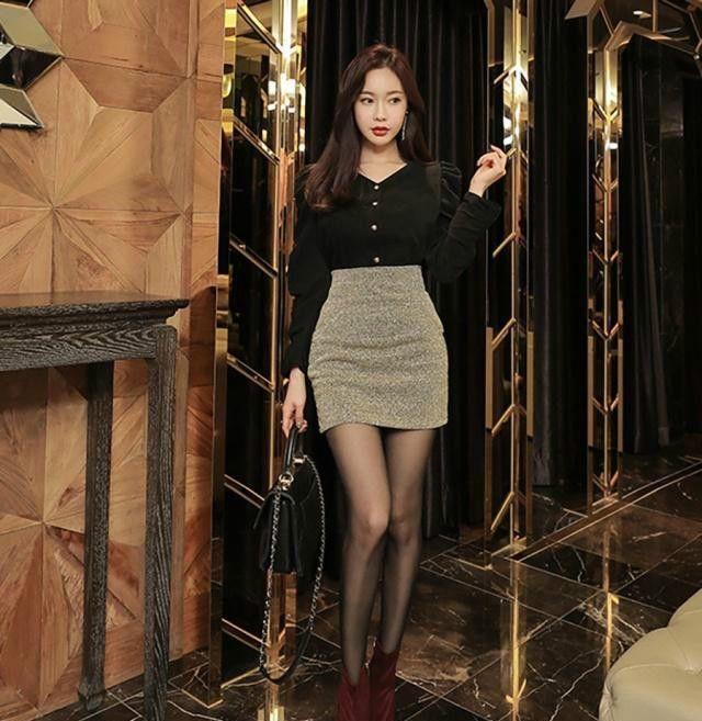 丝袜街拍:时尚清新优雅的性感裙搭配黑色半身中国后90明星美女图片