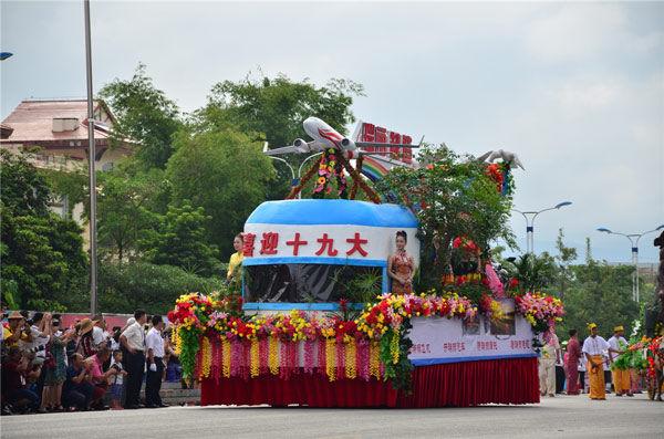 第十七届中缅牛车狂欢节瑞丽开幕速看胞波美高冷腿性感美女长图片