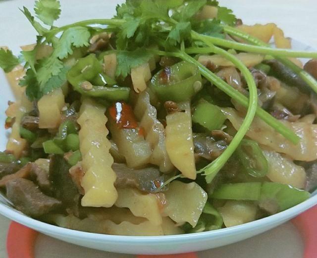 香辣味的小郡肝,不仅可以煮火锅,烫串串,辣炒一下,味道也很赞哦!