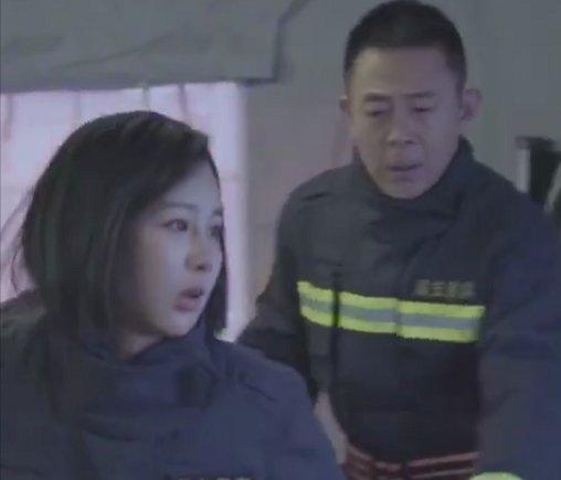 <b>杨紫:我追啊追,永远追不到你了,你看我穿婚纱的样子好看吗?</b>