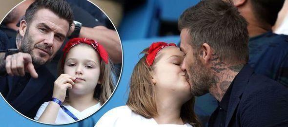 贝克汉姆带女儿在水上公园游玩,这次没亲吻小七,好身材引热议