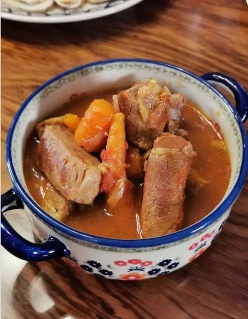精粉谱|胡萝卜吃法炖猪肩肉/魔芋牛尾番茄小食图片