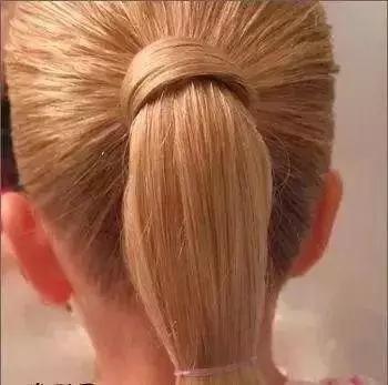 推荐 正文  儿童竹节马尾辫编发 编发步骤 第一步:首先也是扎好一个高