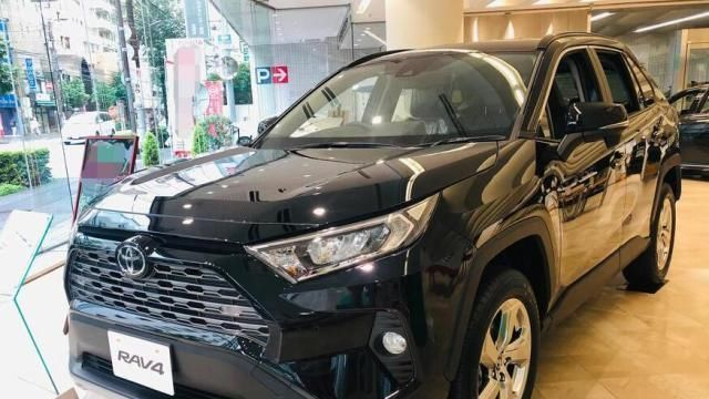 首台2020款丰田荣放到店, 颜值不输汉兰达, 性能提升看齐大众途昂