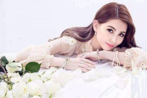 李小璐齐刘海的婚纱照分享展示图片