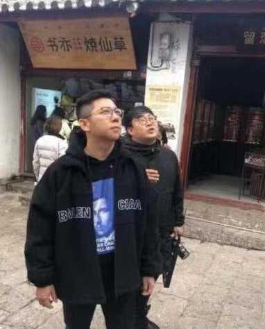 网友偶遇胡海泉 此前一人独唱奔跑十分冷清