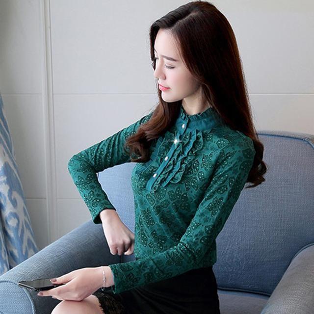 女人尽量不要价格裙配大衣,如今流行穿蕾丝打里情趣用品毛衣贩卖机自动图片