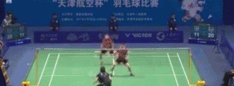 <b>后场步伐快又稳,双打中再也不怕对手左右调动着跑了</b>