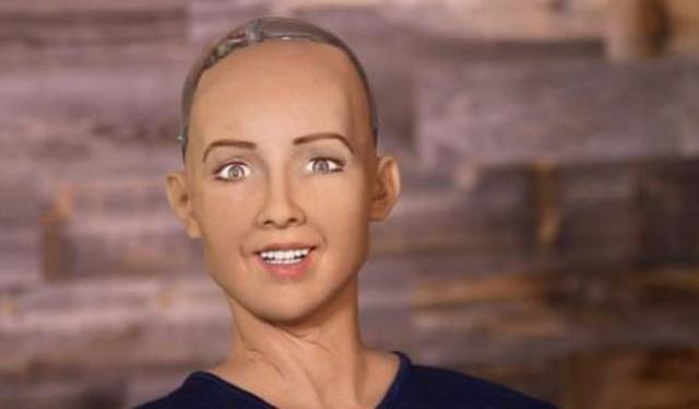 """曾经扬言要""""毁灭人类""""的机器人索菲亚,如今怎么样了?"""