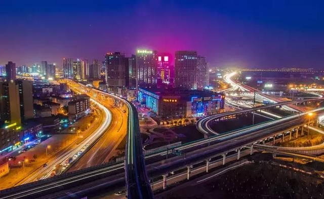 昆山对接上海的桥头堡 花桥这座小镇 正和嘉定安亭,青浦白鹤 一起迎来