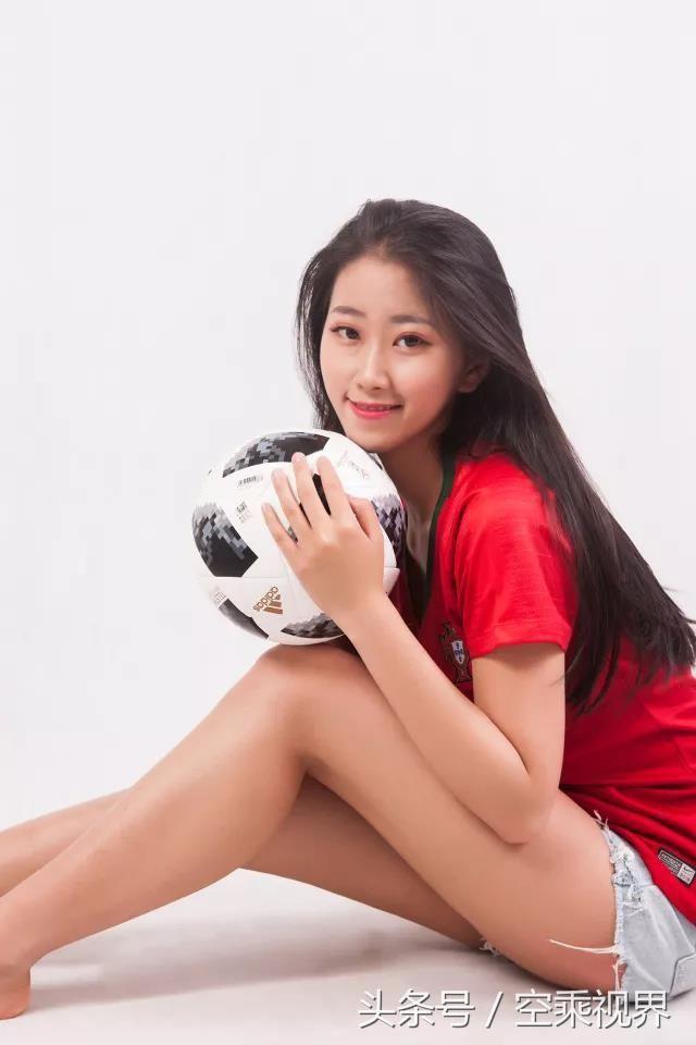 摩洛哥足球宝贝:李珍 身高:170cm 星座:巨蟹座 所在部门:南航乘务三