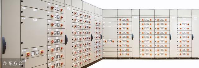 plc控制系统日常检修后系统投运步骤如下: 检修并确认系统的所有连接准确无误后,对相关模块进行上电,直到卡件指示灯显示正常。 定修后投运系统启动步骤如下: 供电。开启电源装置(包括投UPS、STOP电源开关),合上电源空气开关,合上所有DC回路的空气开关。合上所有PLC的PS电源开关。 当PLC自检完毕后,PLC应处于以下状态:DC供电正常,绿灯亮。所有的PLC均处在STOP模式,黄灯亮。CPU未在同步模式,RED为红灯亮。 启动PLC。将处于Master状态的CPU从STOP切至RUN模式,CPU