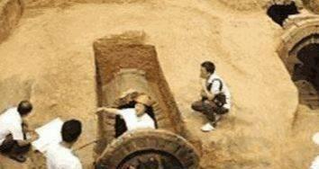 纪晓岚墓在河北被挖出, 七个清朝女子枯坐在里面, 已有上百年